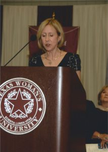 Professional Dietitian Speaker Neva Cochran presents to the Texas Woman's University commencent